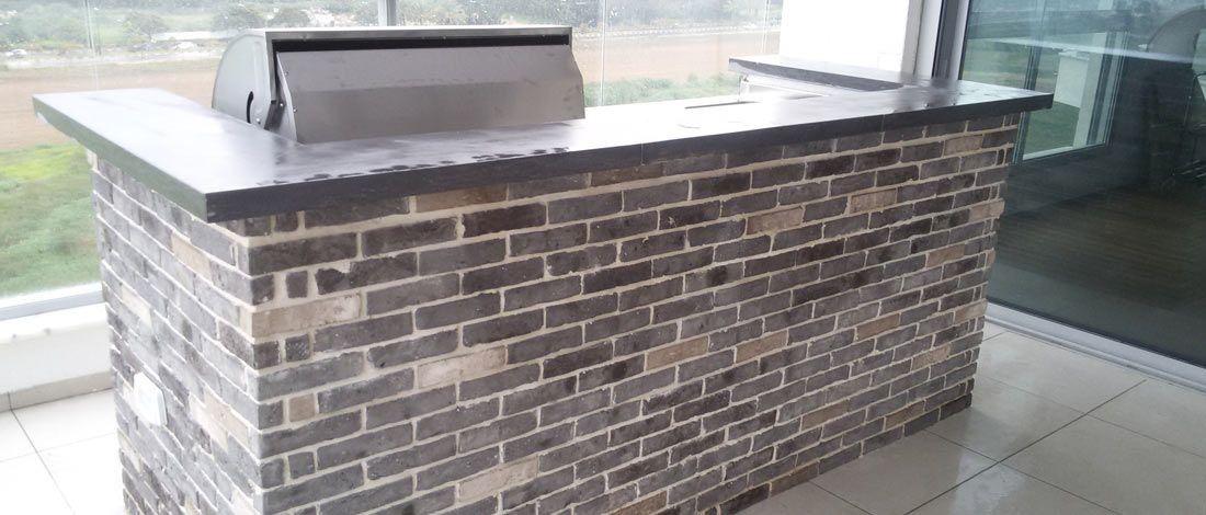 מטבחי חוץ יוקרתיים בחיפוי קירות בריקים - תמונה ראשית