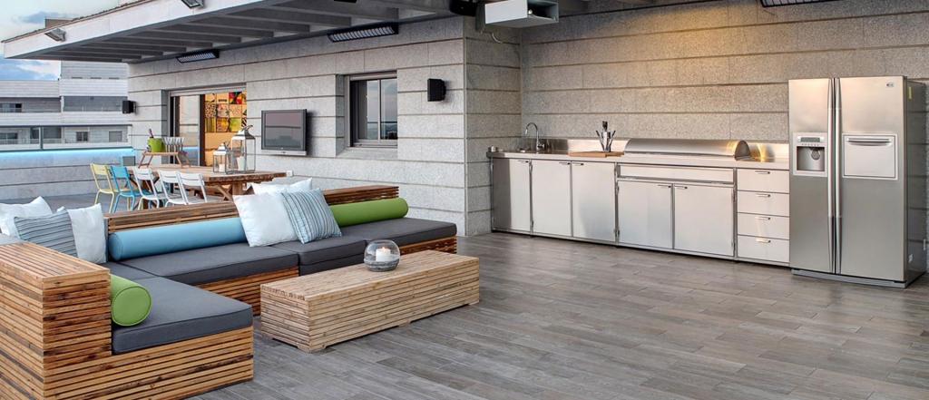 מטבח חיצוני בדירת גג מיוצר מ100% נירוסטה